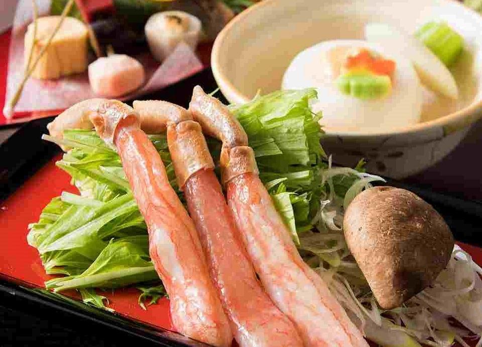 蟹と和牛しゃぶ鍋を味わう