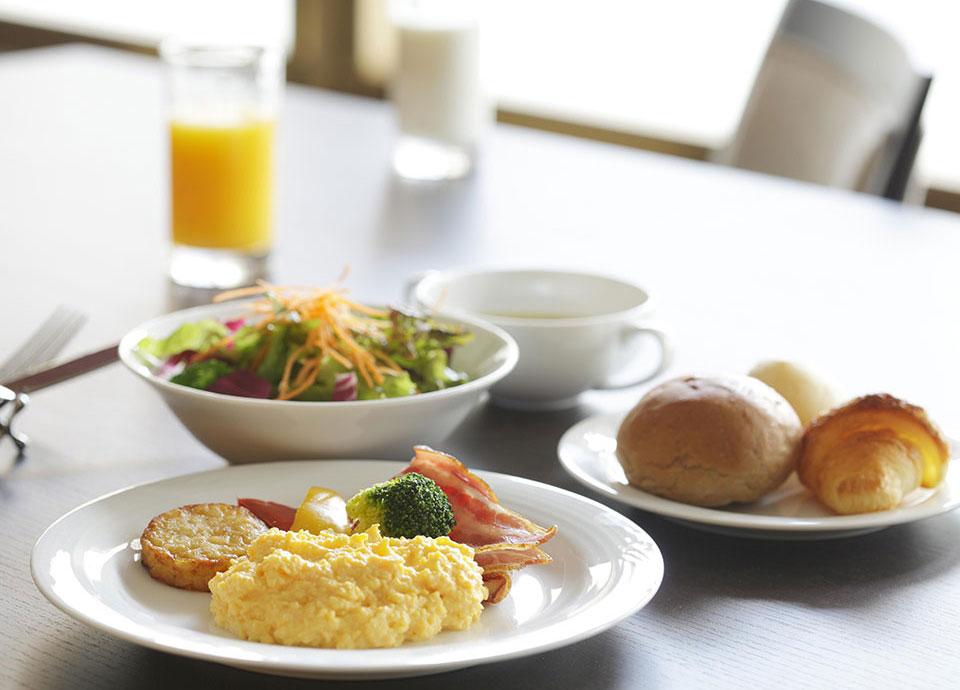 「ダイニング フェリオ」での和洋朝食ビュッフェ