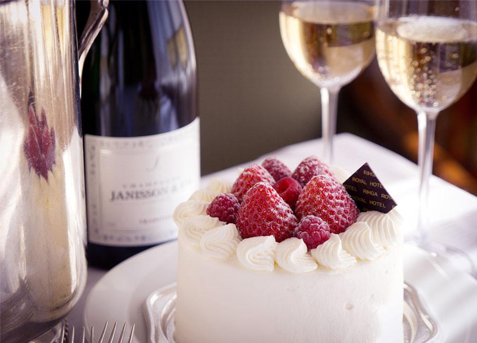 苺のショートケーキ + ハーフシャンパンのルームサービス イメージ