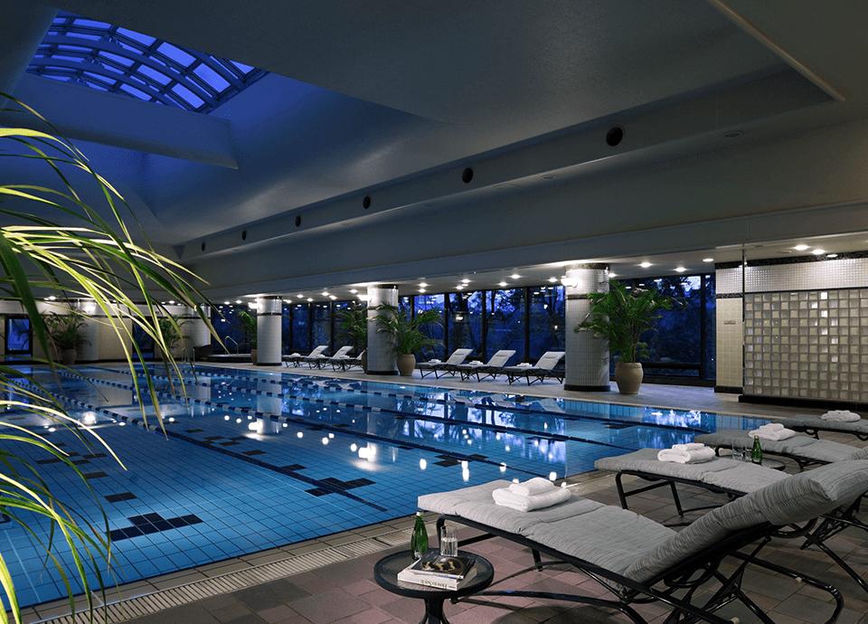 ヘルスクラブ<br>(プール、サウナ) プール、サウナをご滞在中無料でご利用いただけます。