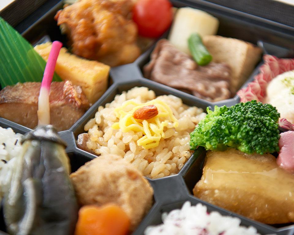 ご夕食とご昼食にお弁当をご用意いたします。