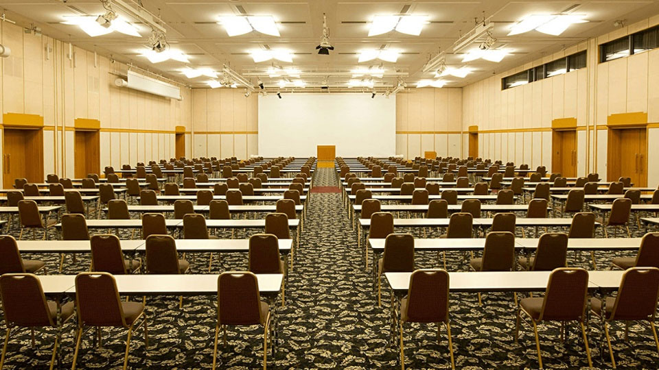 国際会議、セミナー、講演会に最適な最大750名収容可能な大ホール。