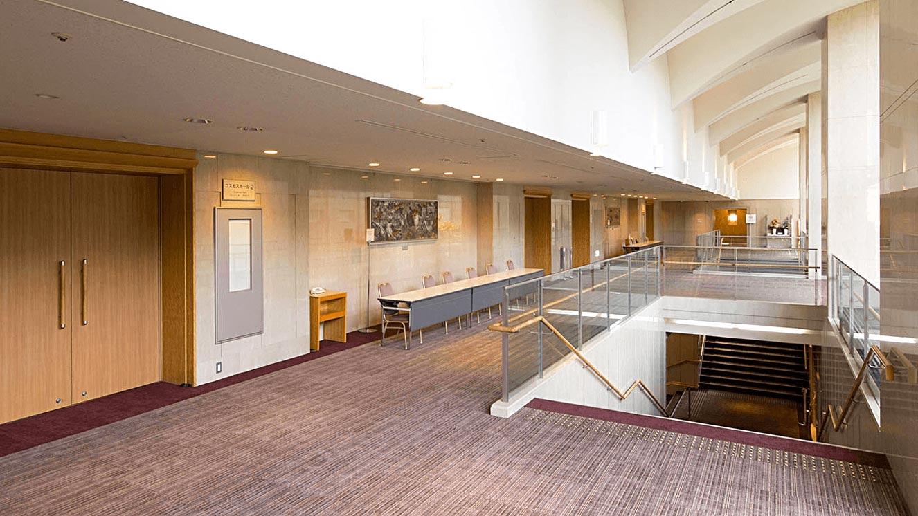 コスモス前ロビー。コーヒーブレイクや展示スペースとしてのご利用も可能。