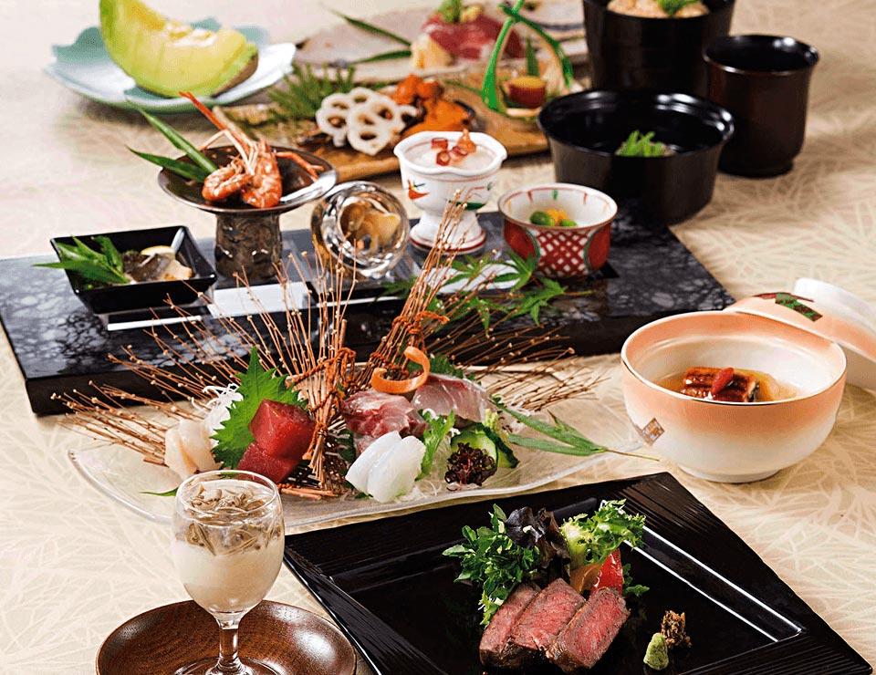 日本各地の食材を取り入れた会席料理を<br>毎月ご用意しております。