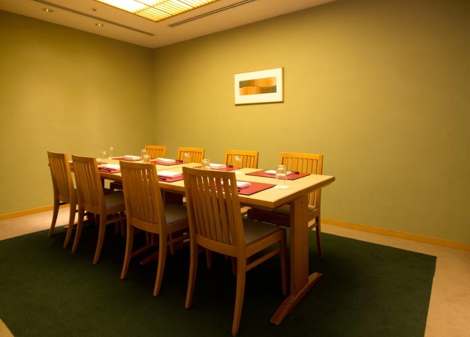 洋個室(4~10名様)テーブルタイプの個室です。