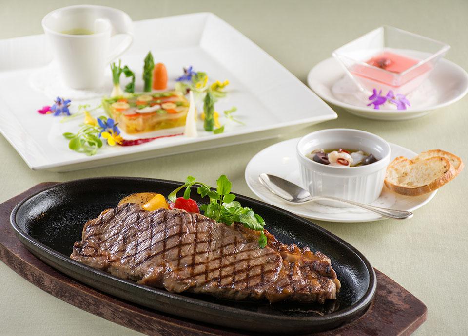レストラン アイリス 月替わりのランチコース「アプレ・ミディ」