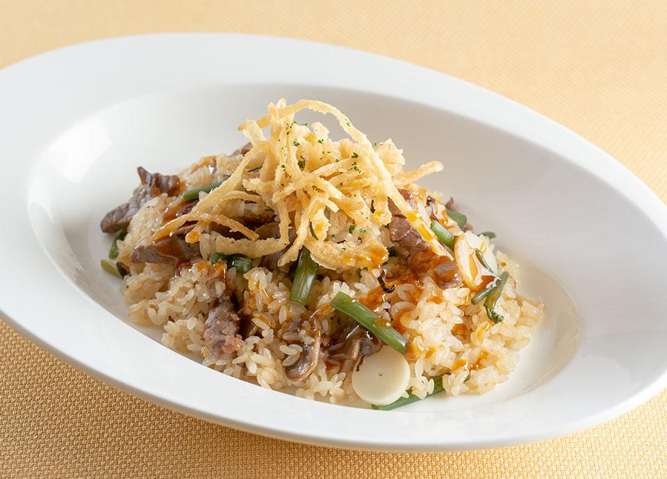 8月:ビーフと山菜のピラフ 特製ソース風味