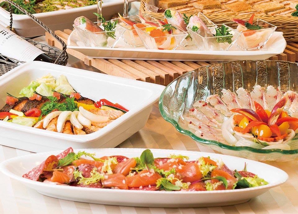レストラン アイリス 「忘年会・新年会プラン」 パーティ料理と飲み放題がセットになったプランです。立食または着席のお好きなスタイルでご利用いただけます。